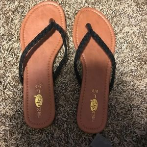 Rue 21 flip flop sandals